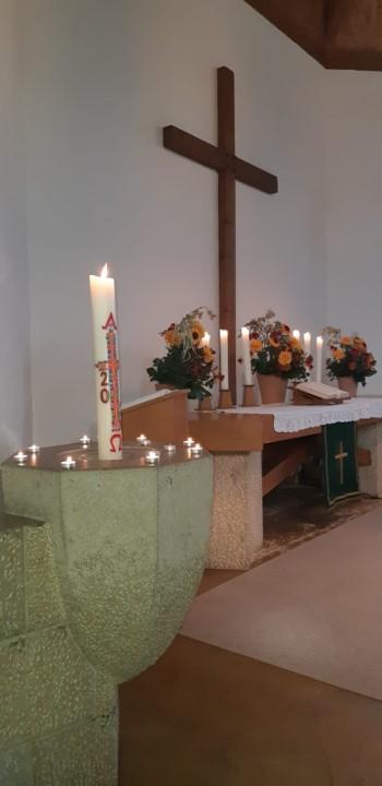 Taufschein und Altar